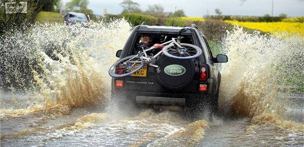 Powódź w UK Spowodowana Ulewnymi Deszczami