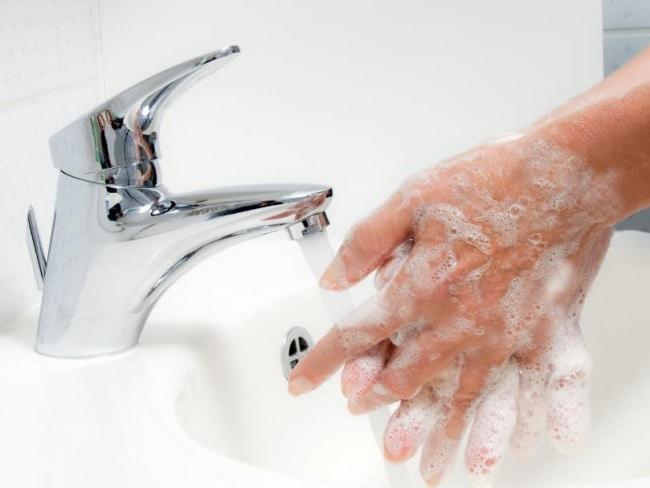 Mycie Rąk:Dlaczego Brytyjczycy Tak Źle Wyglądają w Myciu Rąk