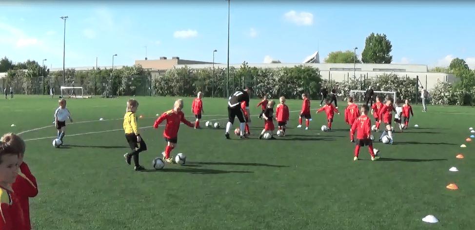 Letni turniej piłkarski młodzików w Londynie organizowany przez FC Eagles