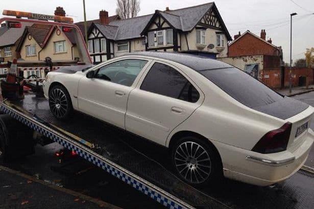 Polskie auto w UK Brytyjska Policja West Midlands zajęła w zaledwie trzy tygodnie134 zagraniczne auta będące nielegalnie na drogach UK